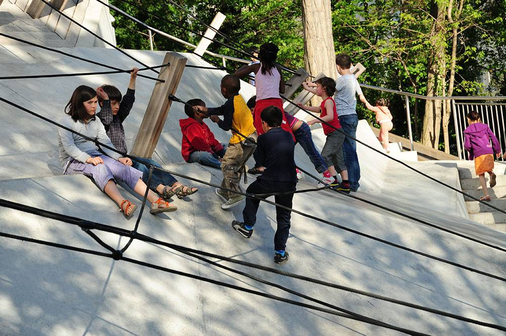 Climbing ropes integrated into concrete terraces