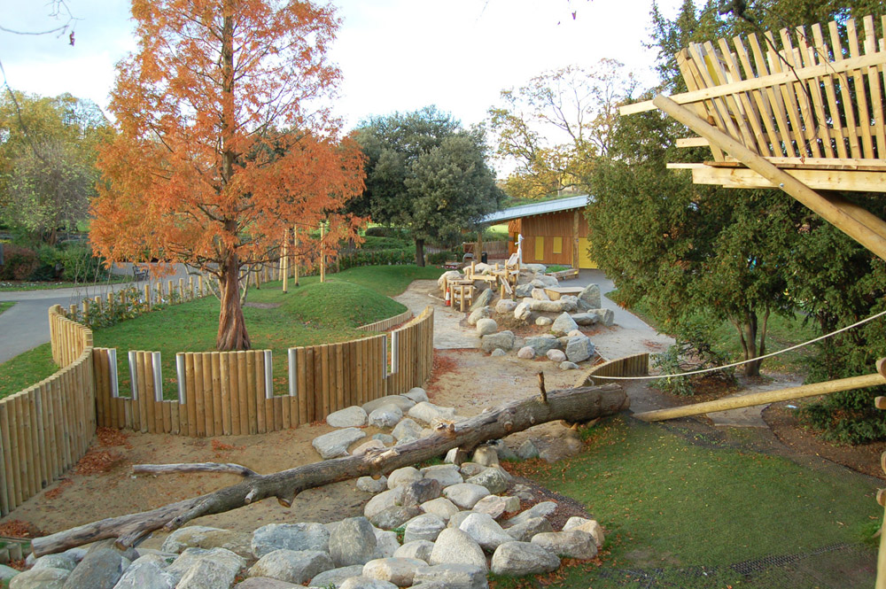 Overview of sand area, with boulders and logs