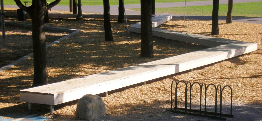 Zig-zag wooden bench
