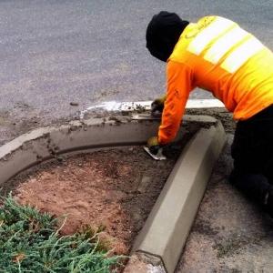 Repairing a concrete curb