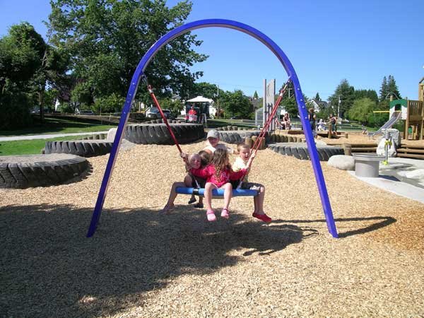 Disc swing near tires and water play feature